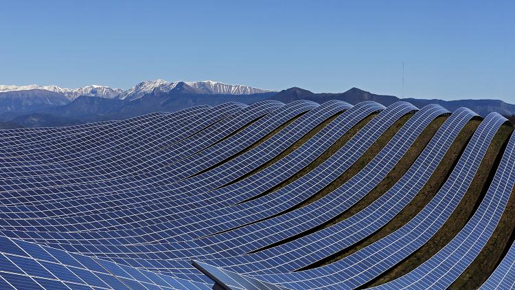 أين تقع أكبر مزارع الطاقة الشمسية في العالم؟