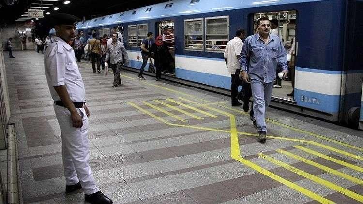 اقتراح عجيب من طبيب مصري لمواجهة الانتحار في المترو