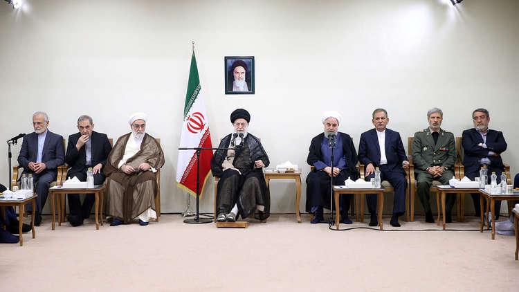علي خامنئي والحكومة الإيرانية