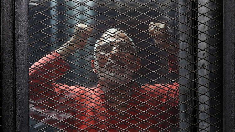 محكمة مصرية تقضي بإعدام 75 متهما بينهم قيادات في الإخوان