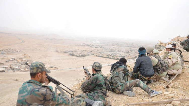 مقتل حوالي 20 جنديا سوريا في هجوم لداعش استهدف نقاطا للجيش السوري شرق حمص