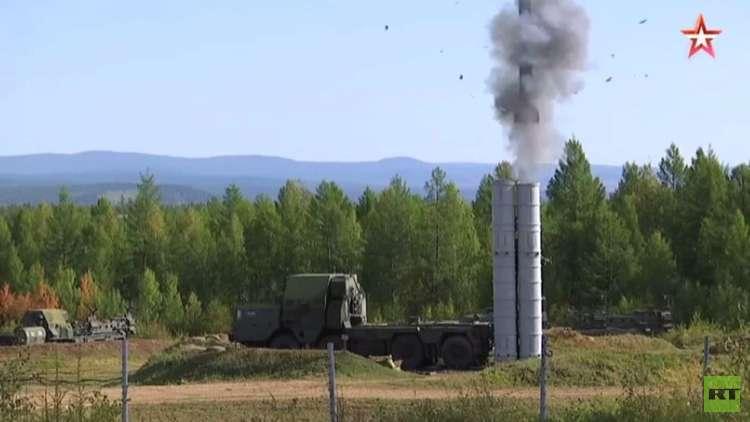 إطلاق صواريخ مضادة للجو في تدريبات