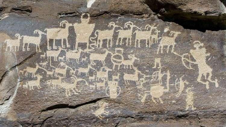 رسوم مجهولة لحيوانات أسطورية في سيبيريا