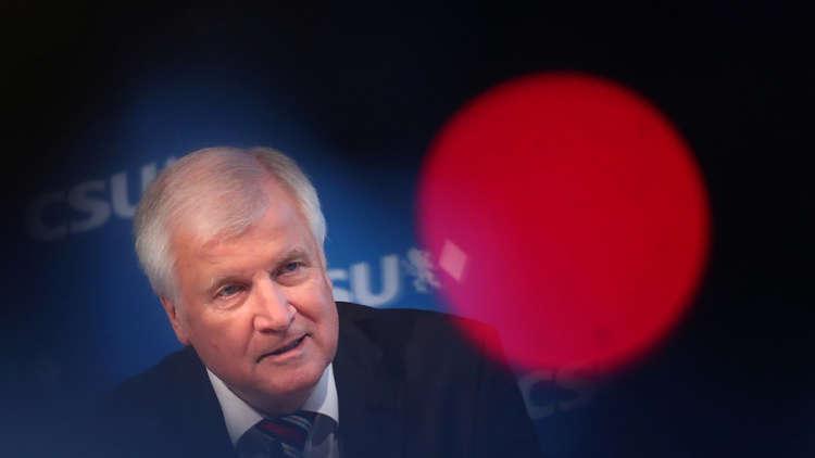 ألمانيا.. مطالبات باستقالة وزير الداخلية