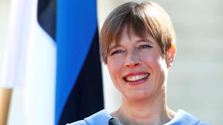 رئيسة إستونيا تنظف حديقة أوكرانية!