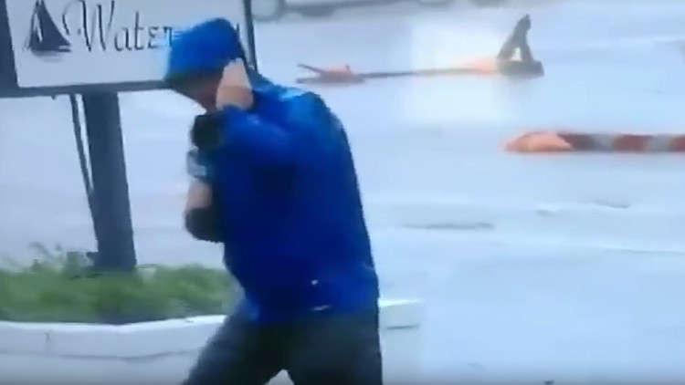 فضيحة مراسل أمريكي تظاهر بمشهد زائف أثناء الإعصار!