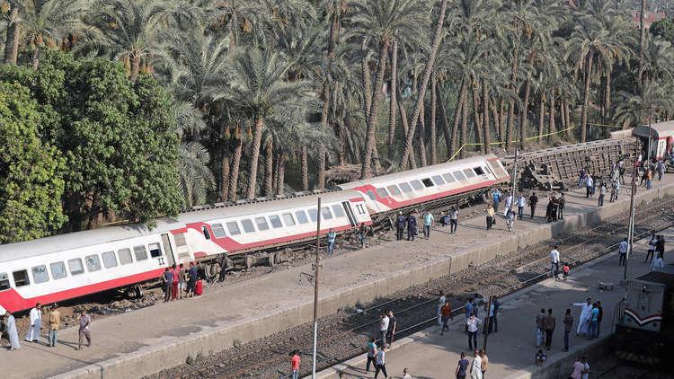 إصابة 13 شخصا إثر انحراف قطار عن سكته في مصر