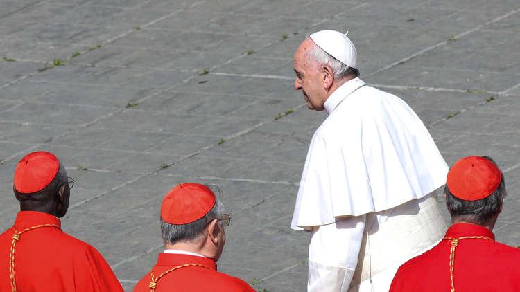 البابا فرنسيس يعزل قسا تشيليا تحرّش بالأطفال