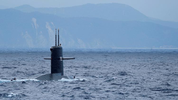 اليابان تدفع للمرة الأولى بغواصة في مناورة ببحر الصين الجنوبي