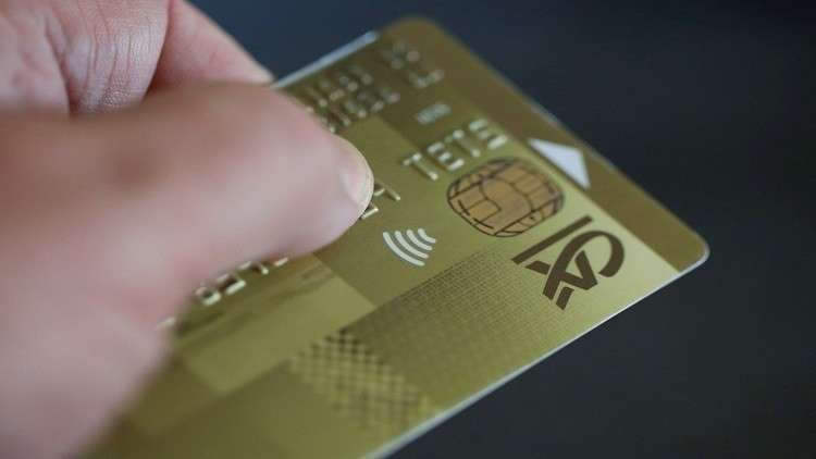 مدير شركة قطرية يزوّر بطاقات بنكية لعملائه!
