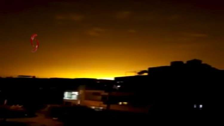 لحظة إسقاط أحد الصواريخ التي أطلقت على اللاذقية