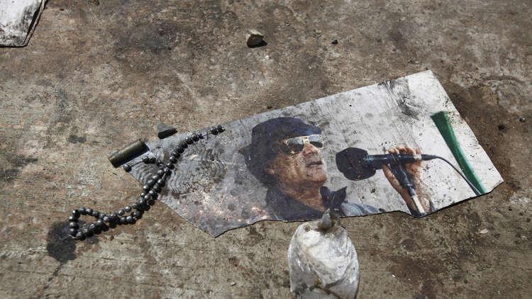 اتصال هاتفي مع قناة سورية كشف القذافي وأودى بحياته!
