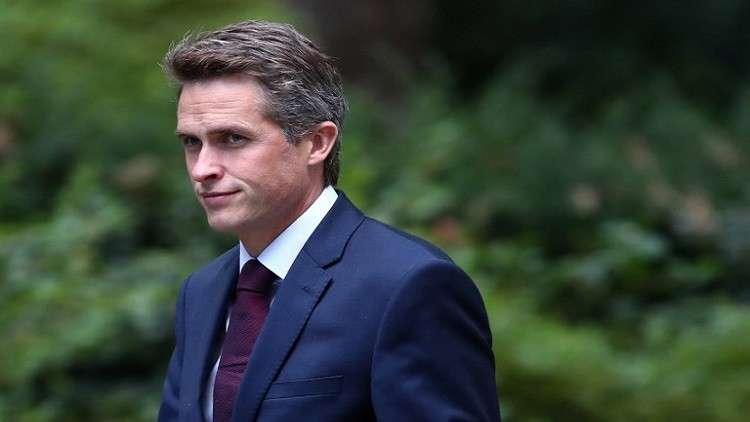 وزير الدفاع البريطاني على خط النار في دونباس