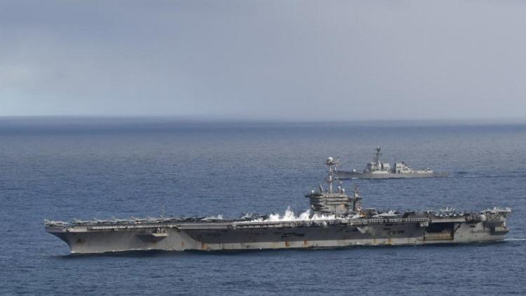 سفينة أمريكية ضاربة تدخل البحر المتوسط