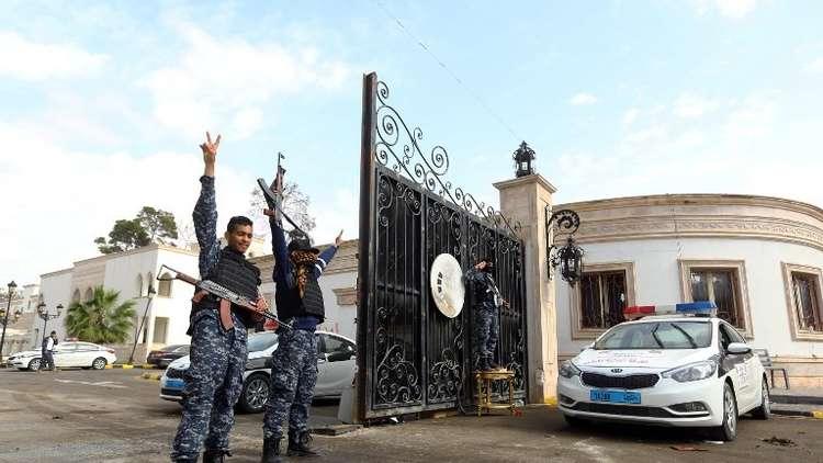 لصوص يعتدون بالضرب على السفير السوداني لدى ليبيا!