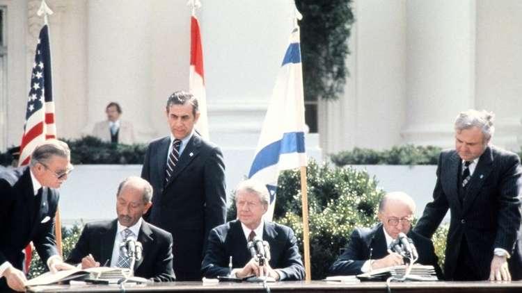 مصر تفرج عن وثيقة وقعت في كامب ديفيد بشأن حكم ذاتي كامل للفلسطينيين في الضفة وغزة!