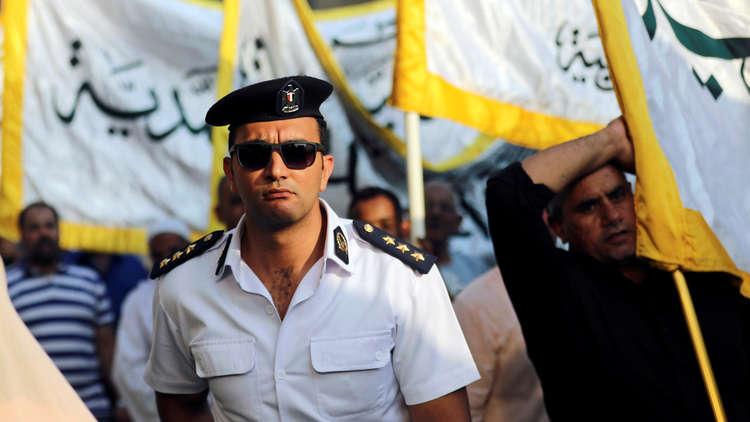 مصر تغلق ضريح الإمام الحسين وتدفع بقوات الأمن