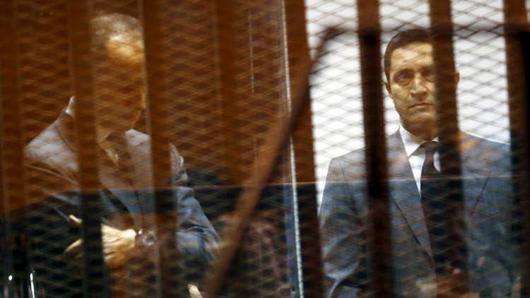 إخلاء سبيل علاء وجمال مبارك في قضية التلاعب بالبورصة