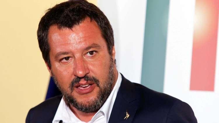 إيطاليا تطرد 3 مصريين وتونسيا