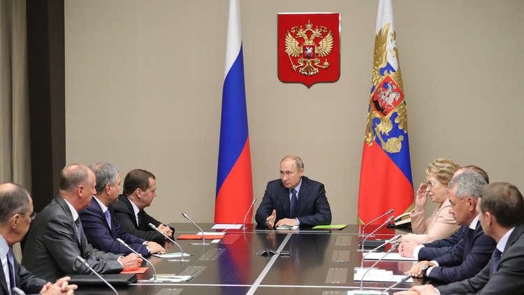 بوتين يبحث مع أعضاء مجلس الأمن القومي سلامة العسكريين الروس في سوريا إثر كارثة