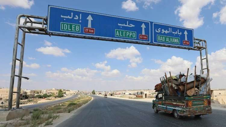 أمريكي يبث نشرات أخبار سورية من إدلب مباشرة