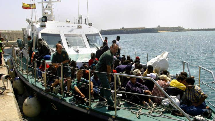 مقتل شابة في إطلاق البحرية المغربية النار على زورق يقل مهاجرين
