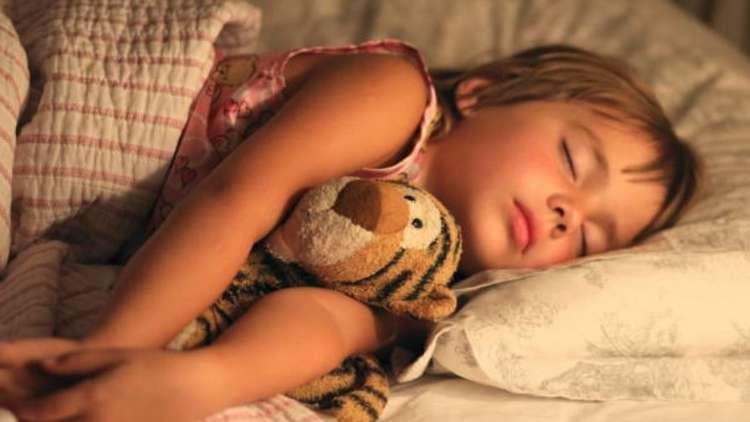 ما علاقة النوم بصحة الأطفال المعوية؟