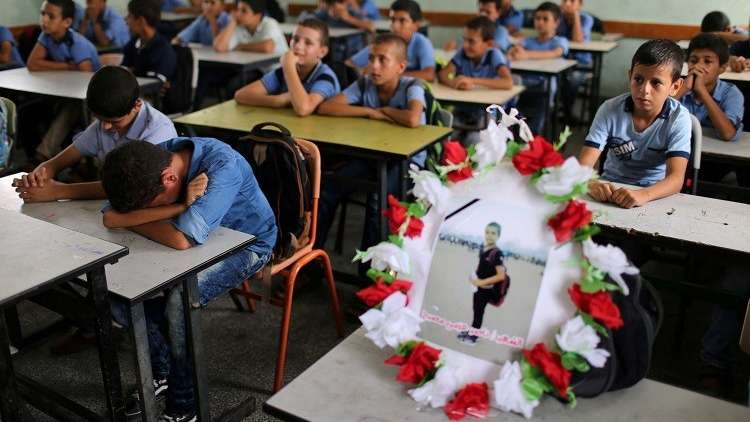 تلامذة فلسطينيون يؤبنون زميلهم بشكل مؤثر!