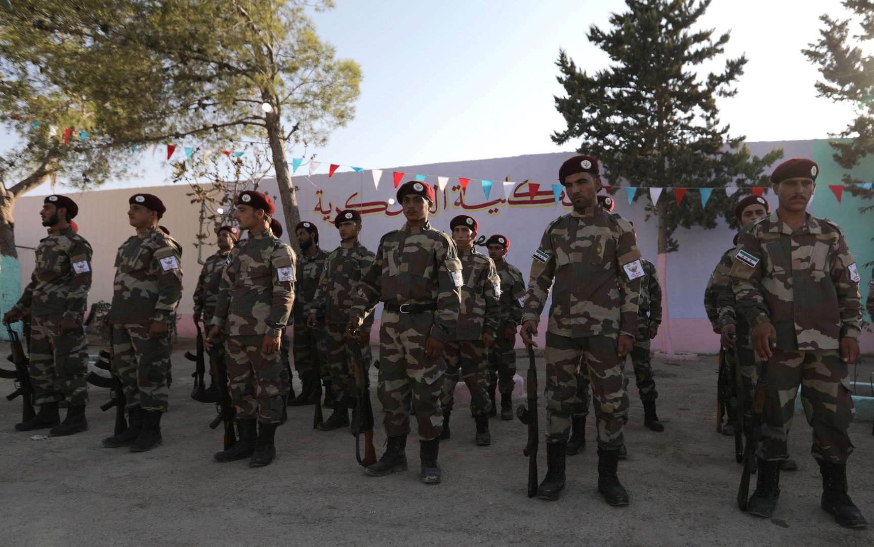 تركيا توعز لعشرات آلاف المسلحين السوريين بالاستنفار والانتقال إلى إدلب