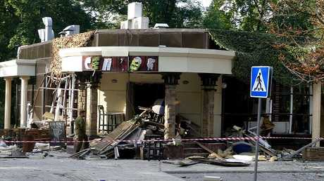 آثار الانفجار الذي قضى فيه رئيس جمهورية دونيتسك الشعبية ألكسندر زاخارتشينكو