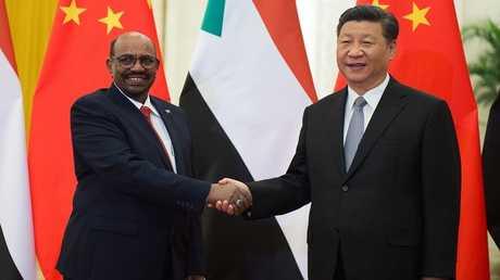 الرئيسان الصيني جين بينغ والسوداني البشير في بكين