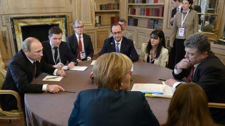 الرئيس الروسي فلاديمير بوتين ونظيره الأوكراني بيترو بوروشينكو أثناء مفاوضات