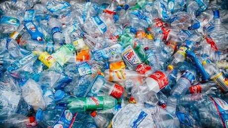 اختراق علمي يحول النفايات البلاستيكية لوقود للسيارات!