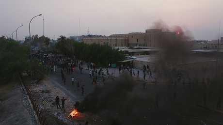 المتظاهرون يقطعون عددا من طرق محافظة البصرة