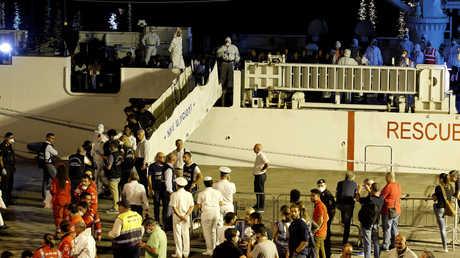 نزول المهاجرين من سفينة Diciotti في ميناء قطانية بصقلية، 26 أغسطس 2018