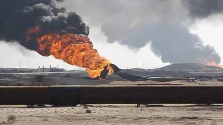 حريق في خط نقل نفط في العراق - ارشيف