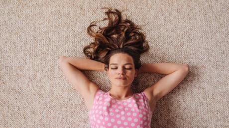 كيف تؤثر المساواة بين الجنسين على نوم الرجال والنساء؟