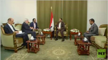 الحوثيون يهددون بالرد على إغلاق المنافذ.