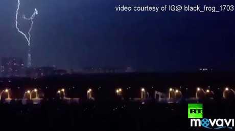 صاعقة ضخمة تضرب ناطحة سحاب في سان بطرسبورغ