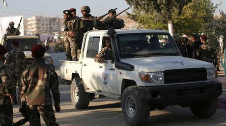 """عناصر من تنظيم """"الجيش الوطني السوري"""" في مدينة الباب شمال محافظة حلب"""