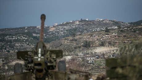 مدفع تابع للجيش السوري عند الحدود الإدارية لمحافظة إدلب