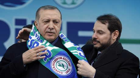 الرئيس التركي رجب طيب أردوغان وصهره وزير المالية التركي براءت ألبيرق