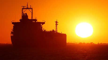 النفط الإيراني في عرض البحر بانتظار مشتريه