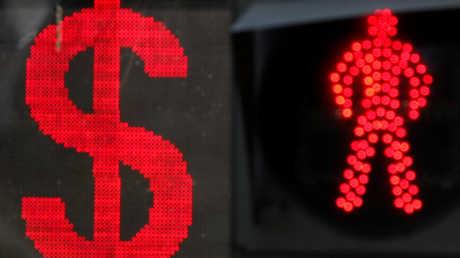 مصرفي روسي يطرح خطة للتخلي عن الدولار