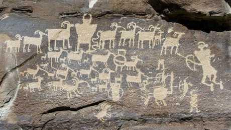 رسوم صخرية مكتشفة في سيبيريا