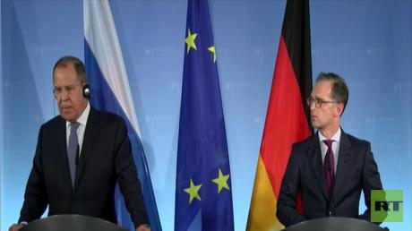وزيرا الخارجية، الروسي سيرغي لافروف، والألماني هايكو ماس، خلال مؤتمر صحفي مشترك في برلين