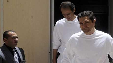 علاء مبارك (يمين) وجمال مبارك (خلف)