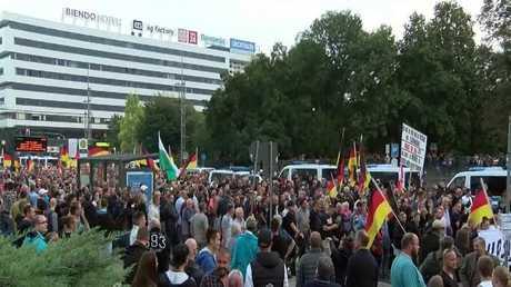 انقسام الشارع الألماني حول ملف اللاجئين