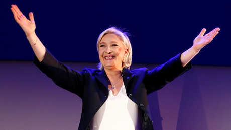 رئيسة حزب الجبهة الوطنية الفرنسي مارين لوبان