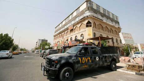 عربة عسكرية في أحد شوارع البصرة